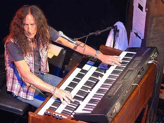 KEN HENSLEY image groupe band picture